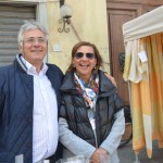 Mercatino dei Ragazzi domenica 09 ottobre 2016: Il Presidente Piero Secciani, Presidente C.A.L.C.I.T. Valdarno, e Federica Ferrarese, Responsabile della Sez. di Montevarchi della medesima ONLUS.